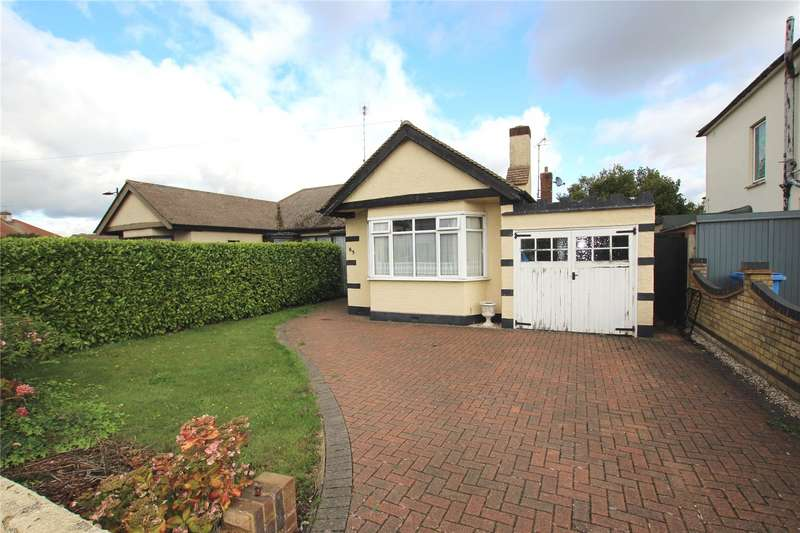 2 Bedrooms Semi Detached Bungalow for sale in Hampton Gardens, Prittlewell, Southend-on-Sea, SS2