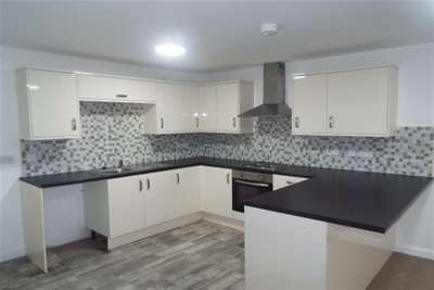 2 Bedrooms Flat for rent in Crown House Apartments, Beecroft Road, Cannock