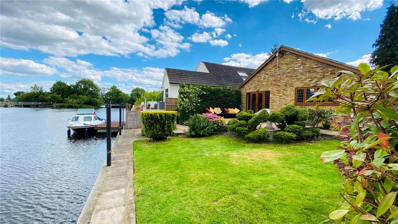 3 Bedrooms Detached Bungalow for sale in Riverside, Staines-upon-Thames, Surrey, TW18