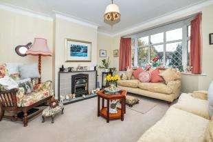 3 Bedrooms Semi Detached House for sale in Farm Fields, Sanderstead