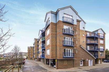 2 Bedrooms Flat for sale in Argent Street, Grays, Essex