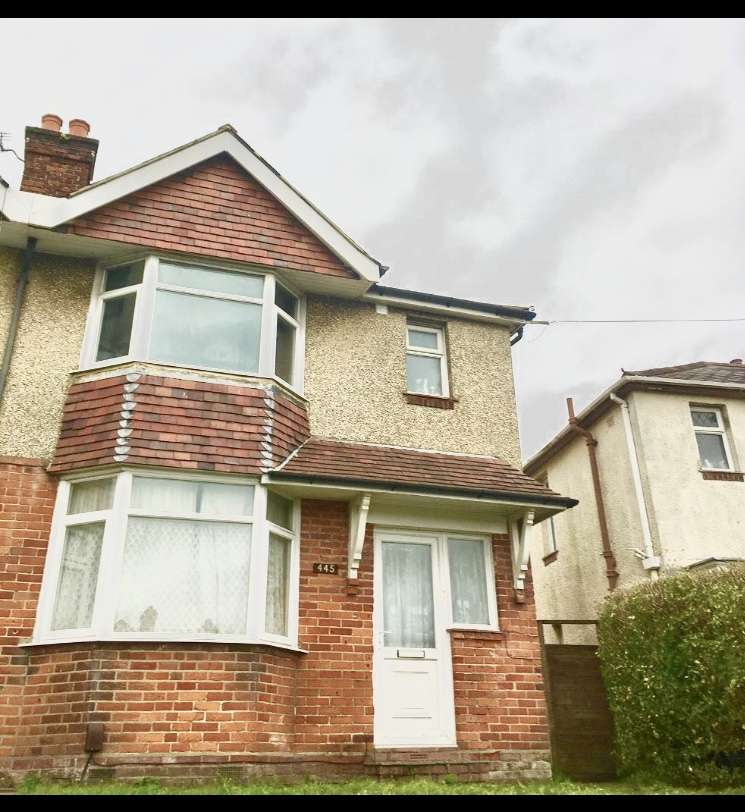 4 Bedrooms Detached House for rent in Burgess Road,