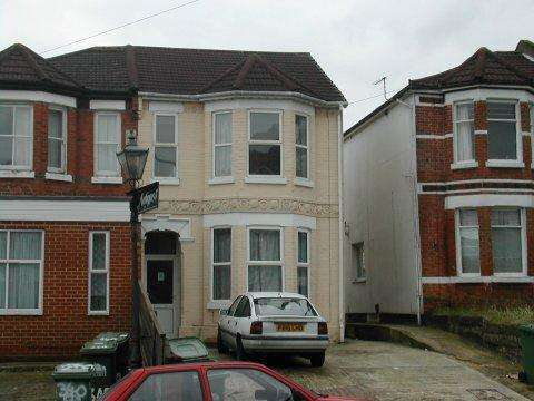 6 Bedrooms Detached House for rent in Burgess Road,