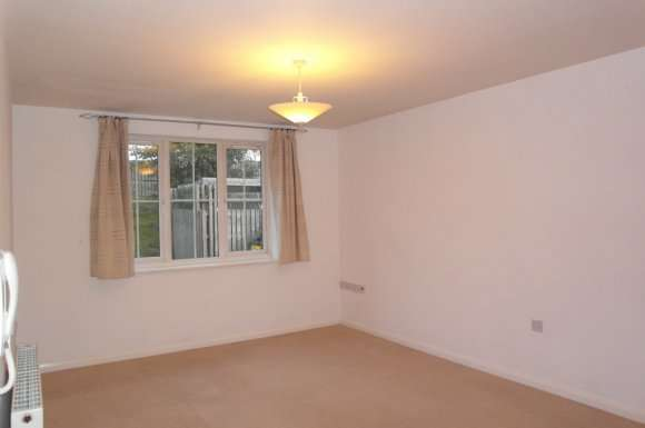 2 Bedrooms Apartment Flat for rent in Upperbrook Court