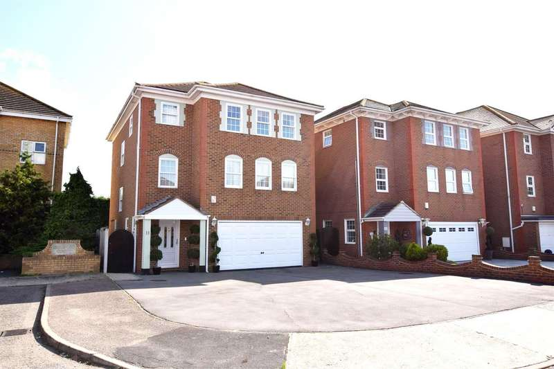 5 Bedrooms Detached House for sale in Silver Point Marine Canvey Island