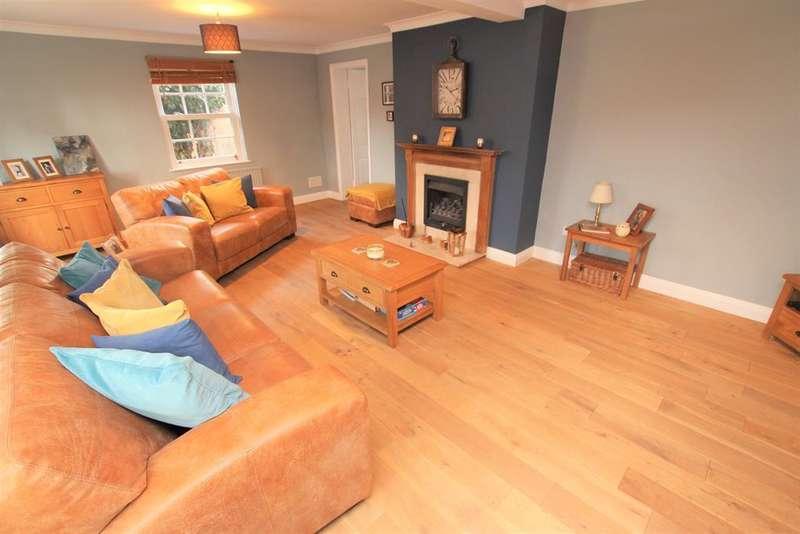 3 Bedrooms End Of Terrace House for rent in High Street, Feckenham, Redditch, B96 6HS