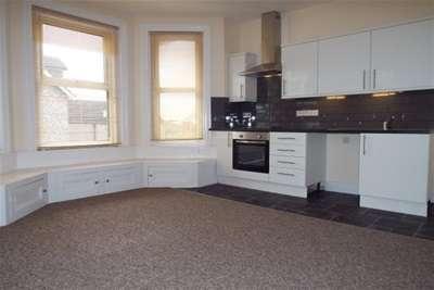 2 Bedrooms Flat for rent in Longfleet Road, Poole
