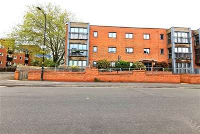 2 Bedrooms Flat for rent in The Quadrangle, Albany Road, Chorlton