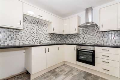 2 Bedrooms Flat for rent in Beecroft Road, Cannock Town Centre