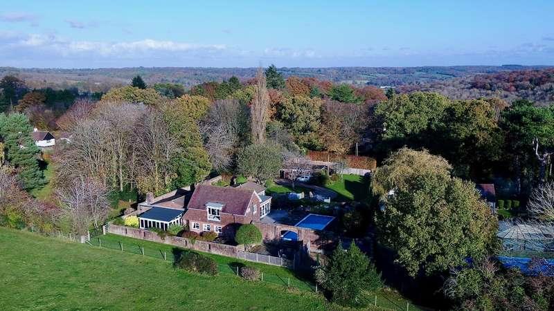 5 Bedrooms Detached House for sale in Watchet Lane, Little Kingshill