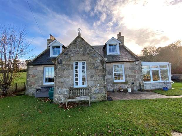 2 Bedrooms Detached House for sale in Ordiquish, Fochabers