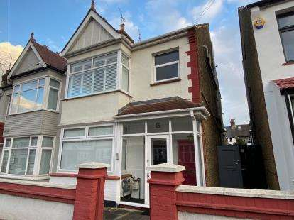 2 Bedrooms Flat for sale in Westcliff-On-Sea, ., Essex