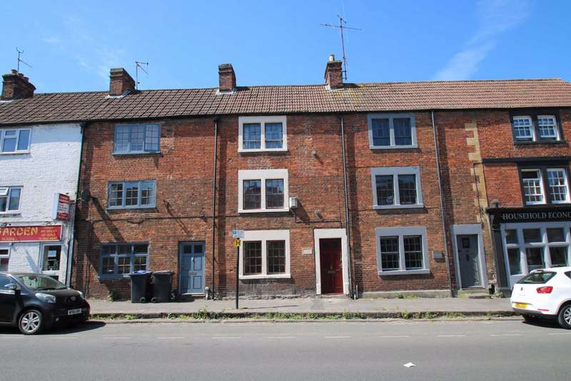 3 Bedrooms Terraced House for rent in Newtown, Trowbridge, Wiltshire, BA14