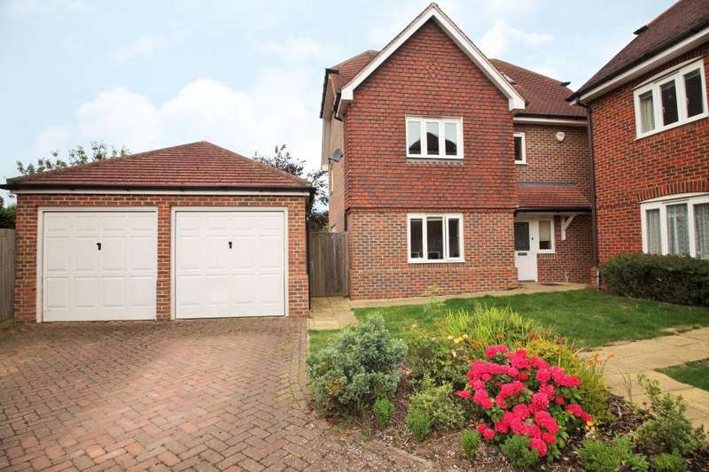 4 Bedrooms Detached House for rent in Albany Gardens, Emmer Green, Reading, Berkshire, RG4