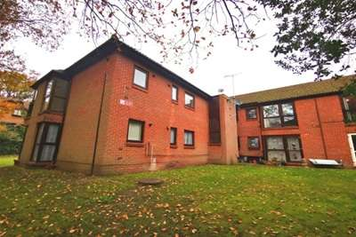 2 Bedrooms Flat for rent in South Farnborough