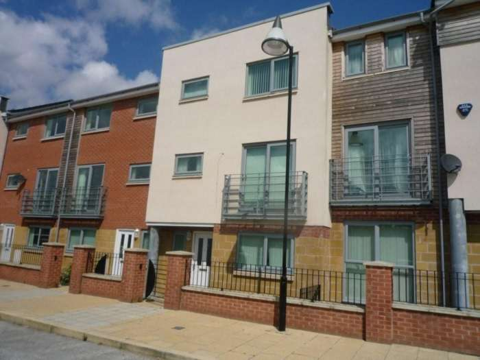 4 Bedrooms Town House for rent in Falconwood Way, Ashton Old Road, Beswick, Manchester, M11 3LN