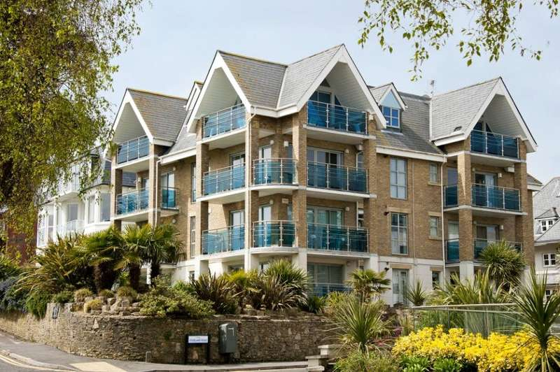 2 Bedrooms Flat for sale in Alsafa Heights, 121 Alumhurst Road, Alum Chine, Bournemouth, BH4