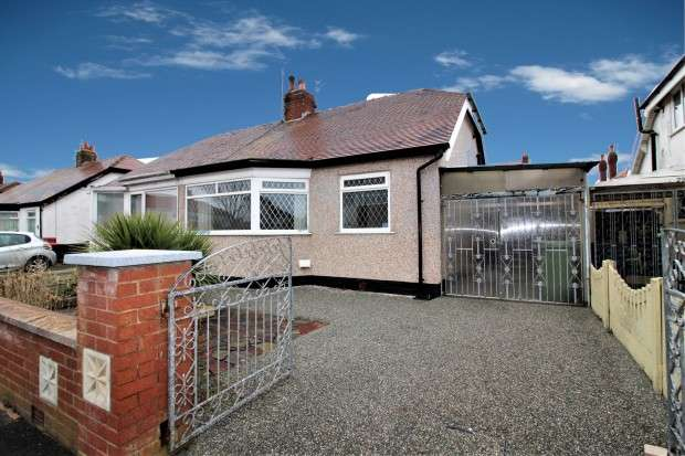 2 Bedrooms Bungalow for rent in Meadowcroft Avenue, Thornton-Cleveleys, FY5