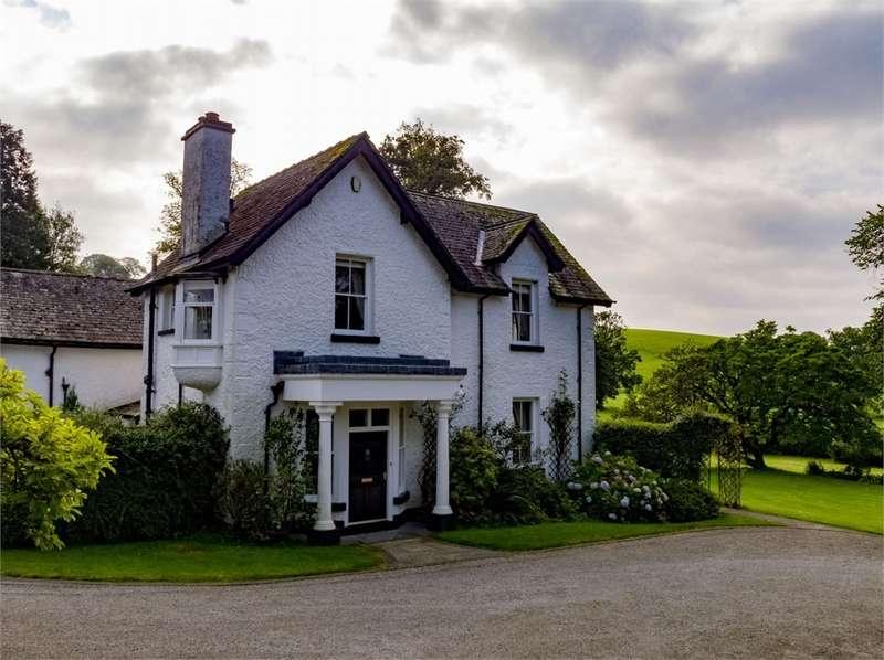 4 Bedrooms Detached House for sale in Ellerwood, Storrs Park, Bowness-on-Windermere, Cumbria