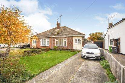 2 Bedrooms Bungalow for sale in Rochford, Essex, .