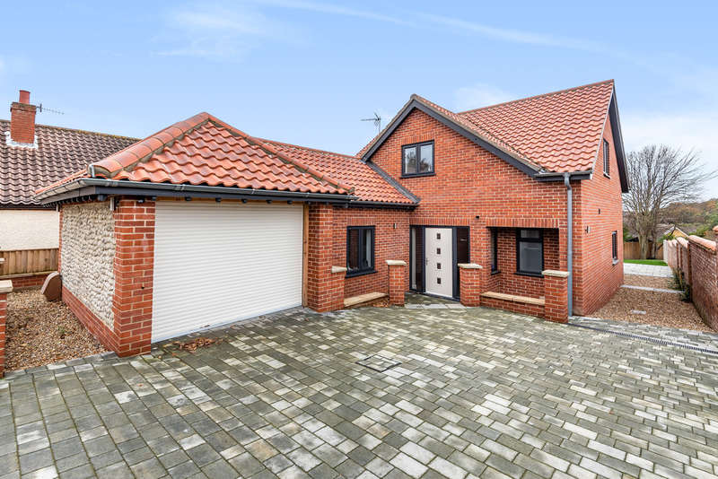 4 Bedrooms Detached House for sale in Norwich Road, Cromer NR27