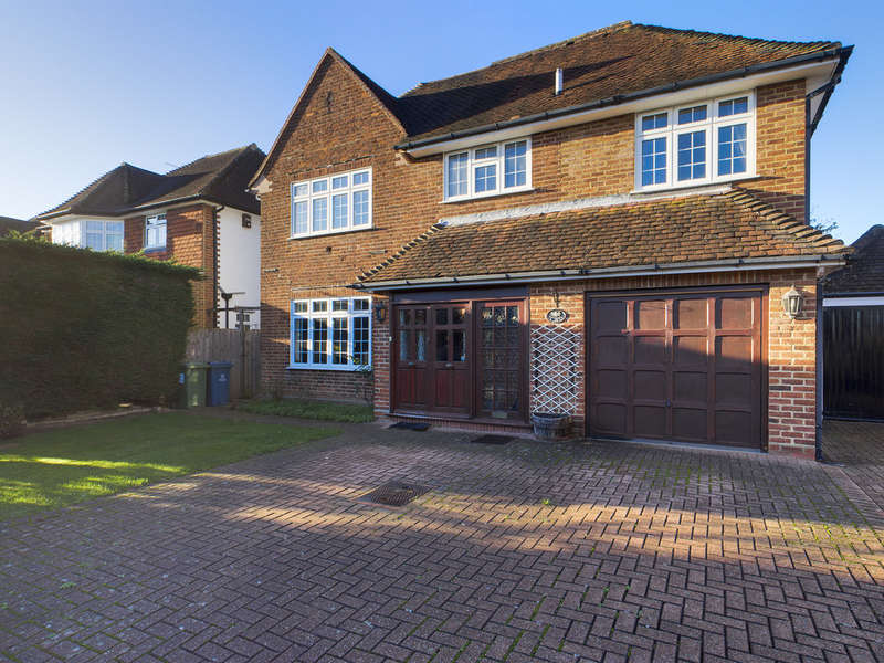6 Bedrooms Detached House for sale in Briants Close, Pinner