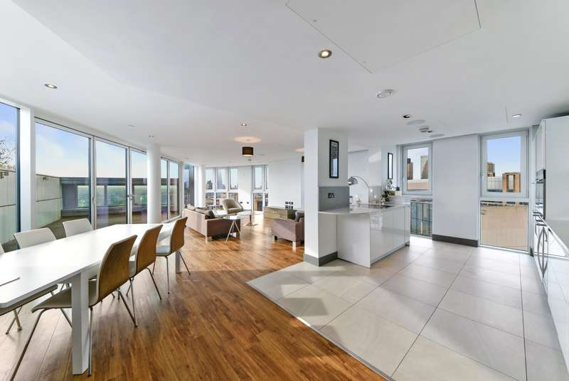 3 Bedrooms Apartment Flat for rent in Altitude Point, Alie Street, Aldgate E1