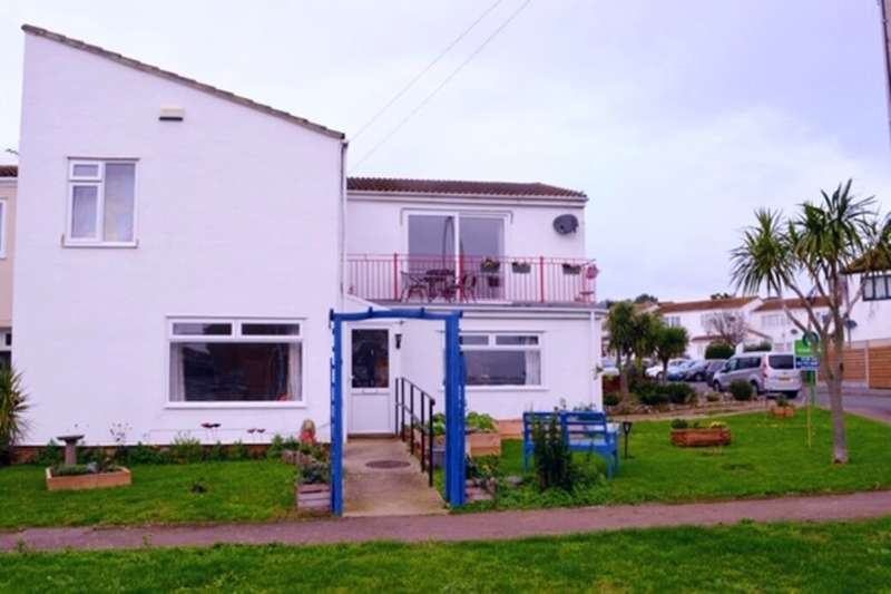 4 Bedrooms Property for sale in Seasalter Close, Warden, Sheerness, ME12