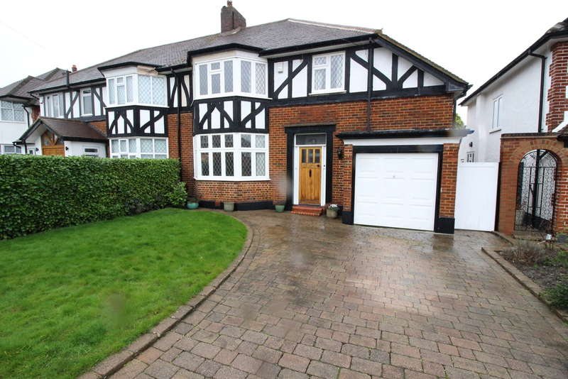 4 Bedrooms Semi Detached House for sale in The Glebe