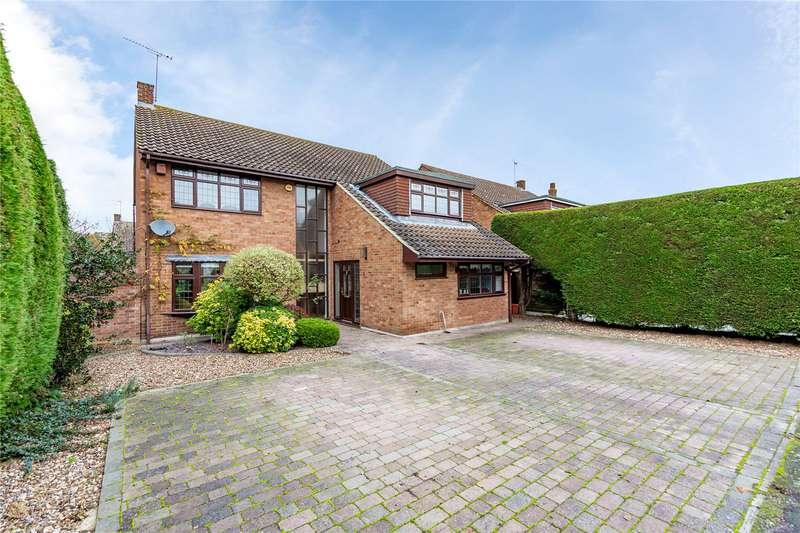 4 Bedrooms Detached House for sale in The Durdans, Langdon Hills, Basildon, SS16