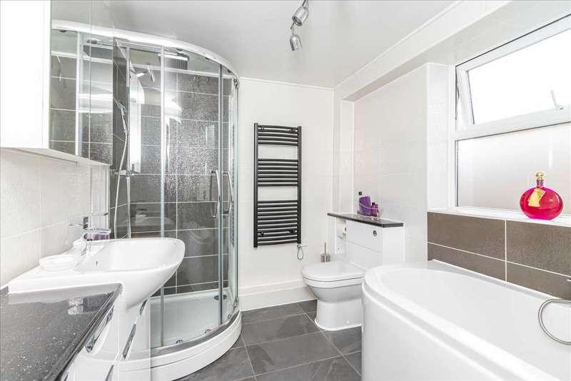 3 Bedrooms Terraced House for sale in Bluett Street, Maidstone. ME14 2UG.