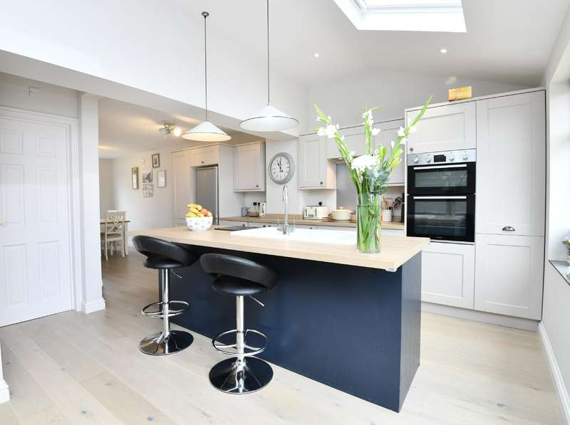3 Bedrooms Detached House for sale in Graveney Road, Northleach