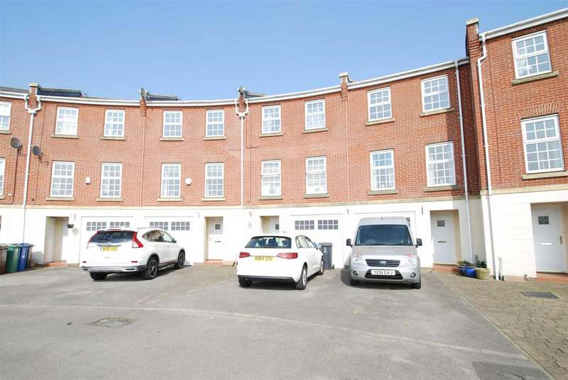 4 Bedrooms Town House for rent in Kenyon Crescent, Seedfield
