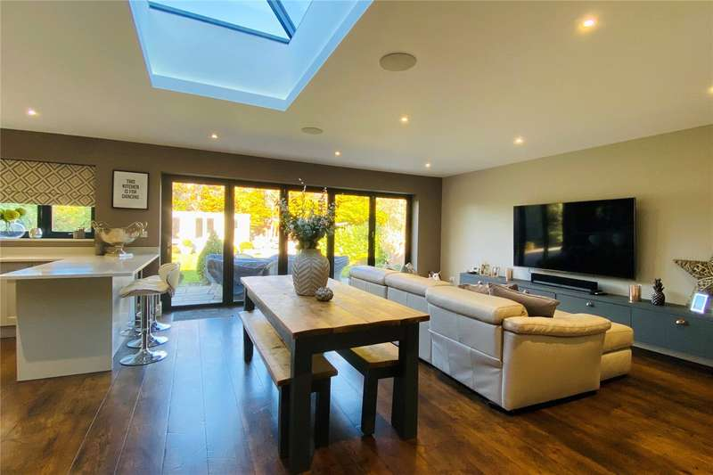4 Bedrooms Detached House for sale in Penton Hall Drive, Staines-upon-Thames, Surrey, TW18