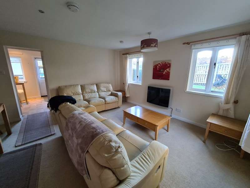 2 Bedrooms End Of Terrace House for rent in 11 Paton Street, Inverness, Highland. IV2 4SN