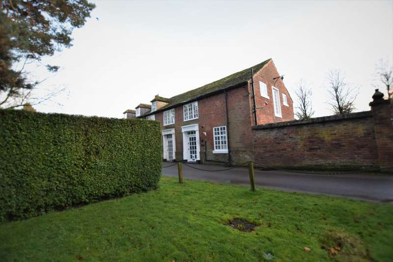 3 Bedrooms Mews House for rent in The Spinney, SK11 9RJ