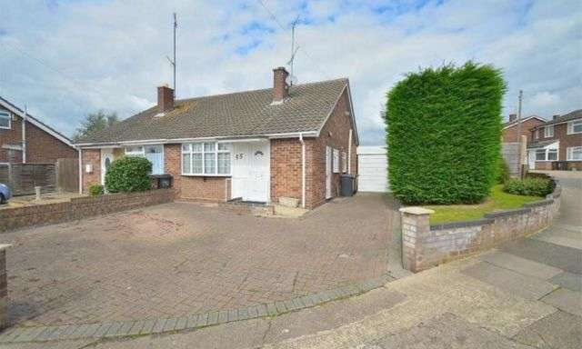 2 Bedrooms Semi Detached Bungalow for rent in Hoylake Drive, Links View, Northampton NN2 7NJ