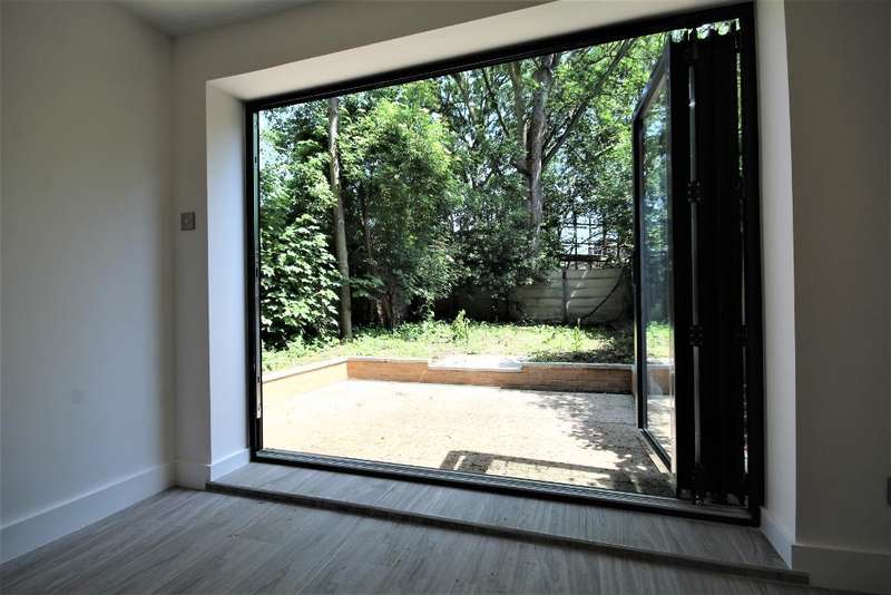 3 Bedrooms Flat for rent in Albion Road, Stoke Newington, London, N16 9PD