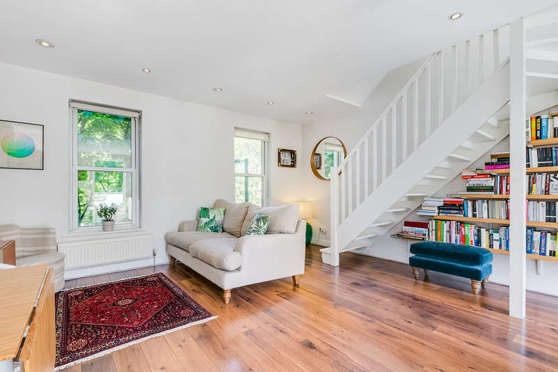 2 Bedrooms Maisonette Flat for sale in Penton Street, N1 9PS