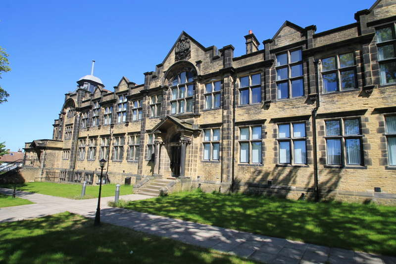 2 Bedrooms Flat for rent in Richardshaw Lane, Pudsey