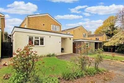 3 Bedrooms Detached House for rent in Tenterden. Kent