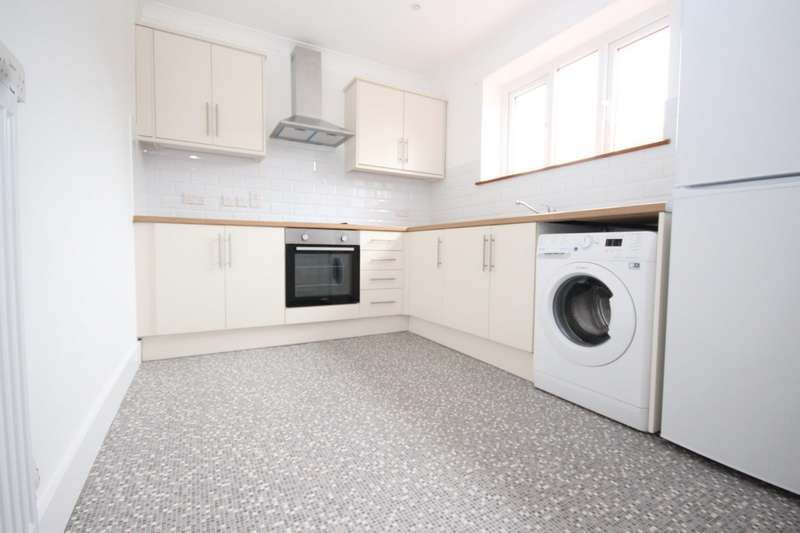 3 Bedrooms House for rent in Goldingham Avenue, Loughton, IG10