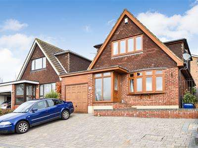3 Bedrooms Chalet House for sale in Southwell Road, Benfleet