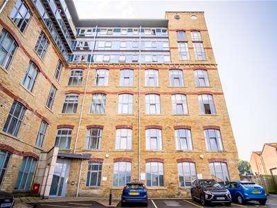 2 Bedrooms Apartment Flat for rent in Dewsbury Road, Elland