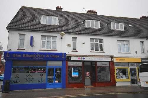 2 Bedrooms Flat for rent in Victoria Road, Ferndown