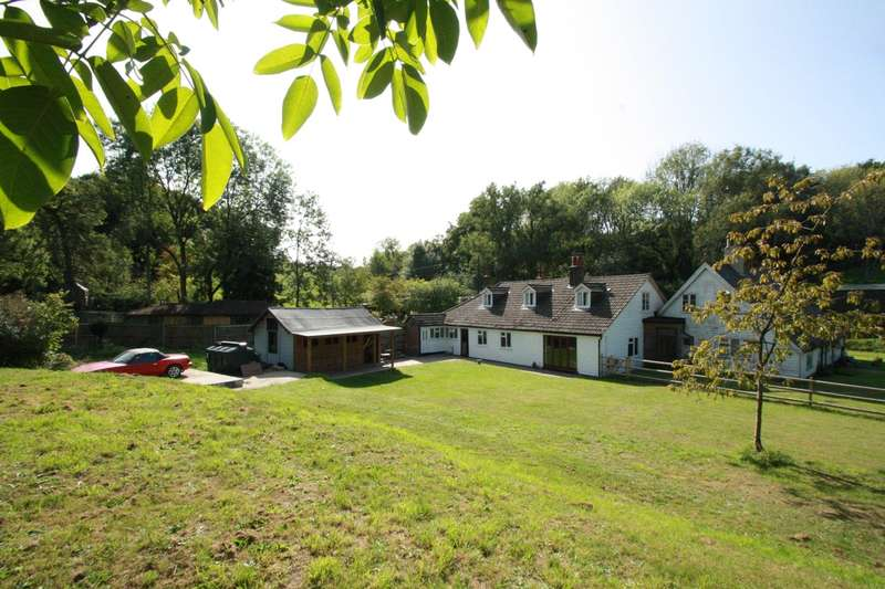4 Bedrooms Country House Character Property for sale in Cudham Road, Tatsfield, Westerham, TN16