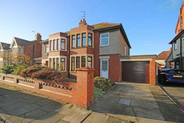 3 Bedrooms Semi Detached House for sale in Romney Avenue, Fleetwood, FY7