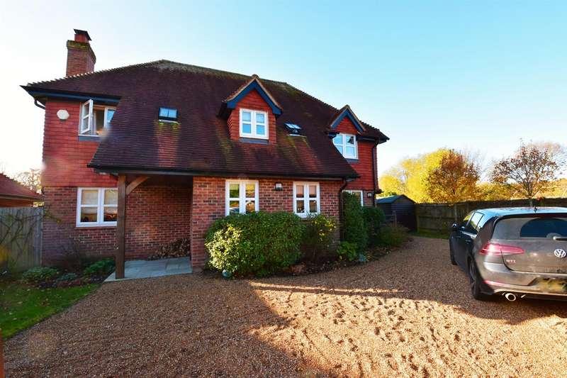 4 Bedrooms Detached House for rent in Hazelden Place, East Grinstead