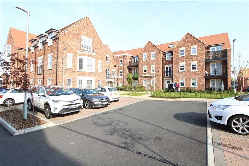 2 Bedrooms Apartment Flat for rent in ALBANY COURT, LEIGH ON SEA