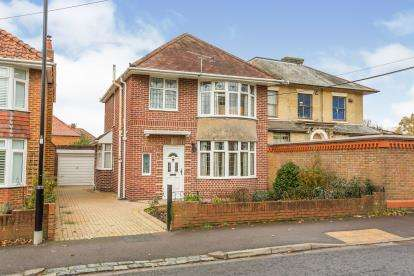 3 Bedrooms Detached House for sale in Southampton, Hampshire, United Kingdom